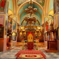 /content/images/pages/806/zoomi_8661_holy_trinity_church_inside_norm.jpg